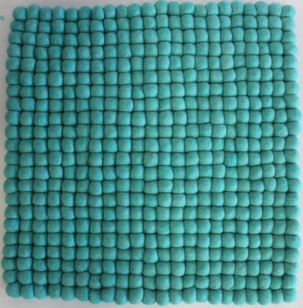stuhlkissen aus filzkugeln 40 x 40 cm t rkis stuhlkissen aus filz produkte aus filz. Black Bedroom Furniture Sets. Home Design Ideas