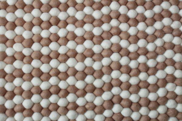 Teppich aus Filzkugeln, 240 x 155 cm, weiß/hellbraun