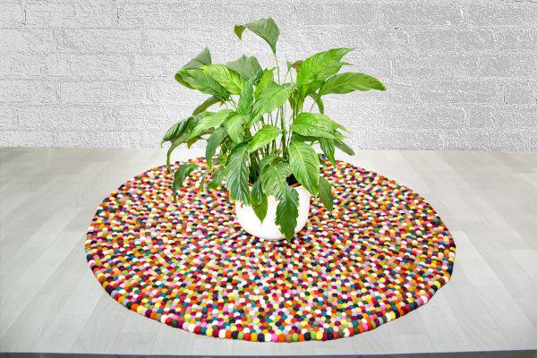 teppich aus filzkugeln multicolor teppiche aus filz produkte aus filz dekorationsartikel. Black Bedroom Furniture Sets. Home Design Ideas